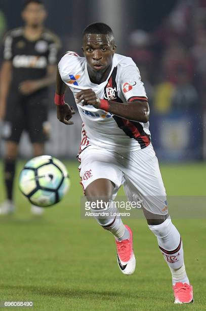 Vinicius Junior of Flamengo runs with the ball during the match between Flamengo and Ponte Preta as part of Brasileirao Series A 2017 at Ilha do...
