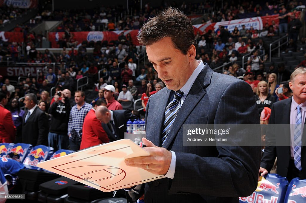 <a gi-track='captionPersonalityLinkClicked' href=/galleries/search?phrase=Vinny+Del+Negro&family=editorial&specificpeople=2115024 ng-click='$event.stopPropagation()'>Vinny Del Negro</a> of the Los Angeles Clippers draws out a play before the game against the Phoenix Suns at Staples Center on December 8, 2012 in Los Angeles, California.