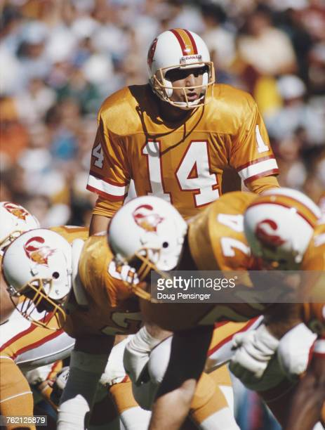 Vinny Testaverde Quarterback for the Tampa Bay Buccaneers calls the play against the Washington Redskins during their National Football Conference...