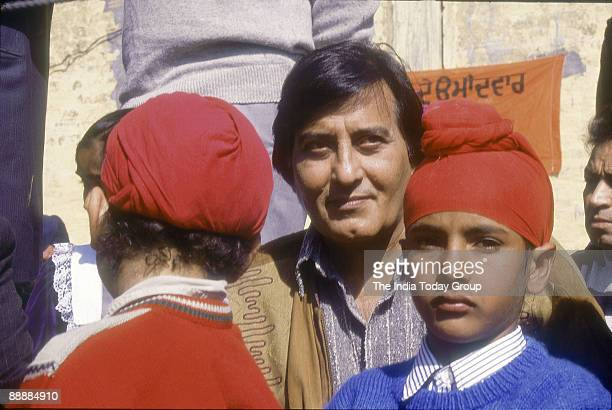 Vinod Khanna Actor Film Producer and Politician with children in Punjab
