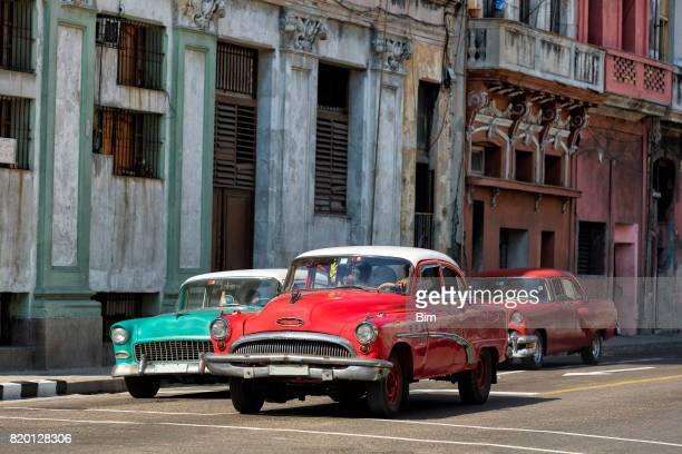 Jahrgang amerikanische Auto fahren in Havanna, Kuba