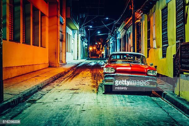 Vintage americano noleggio (taxi) parcheggiate a Santiago de Cuba