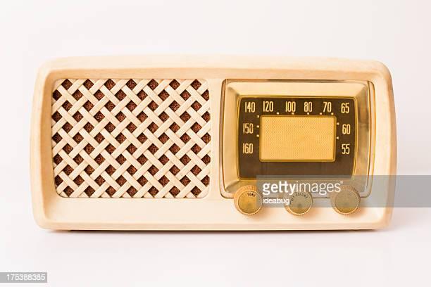 Retro-Beige und hellbraun Radio, isoliert auf weiss
