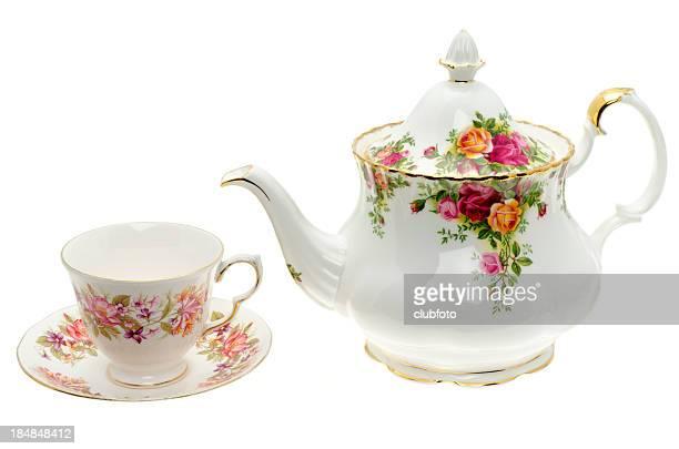 Vintage théière de porcelaine avec une tasse et soucoupe