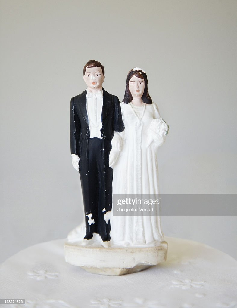 Vintage bride and groom wedding cake topper : Stock Photo