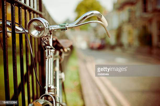 ビンテージ自転車を通り、レトロなスタイルの
