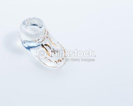 Vintage vidrio zapato de bebé   Foto de stock 33355c45af6e