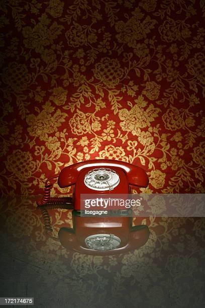 Vintage Telefon auf einer alten Bildteppich