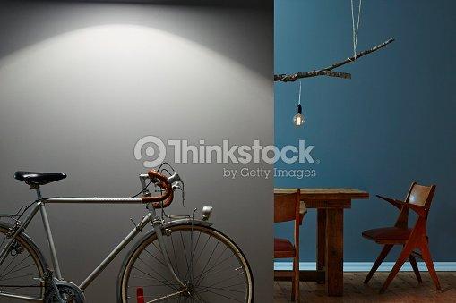 vintage rennrad inszeniert im flur design esszimmer im hintergrund stock foto