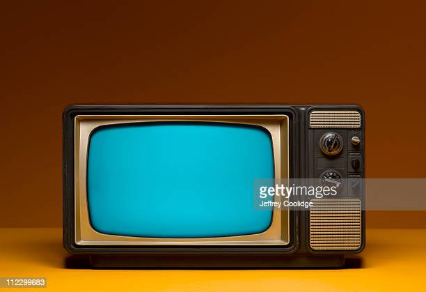 VIntage TV with HDTV Screen Dimensions