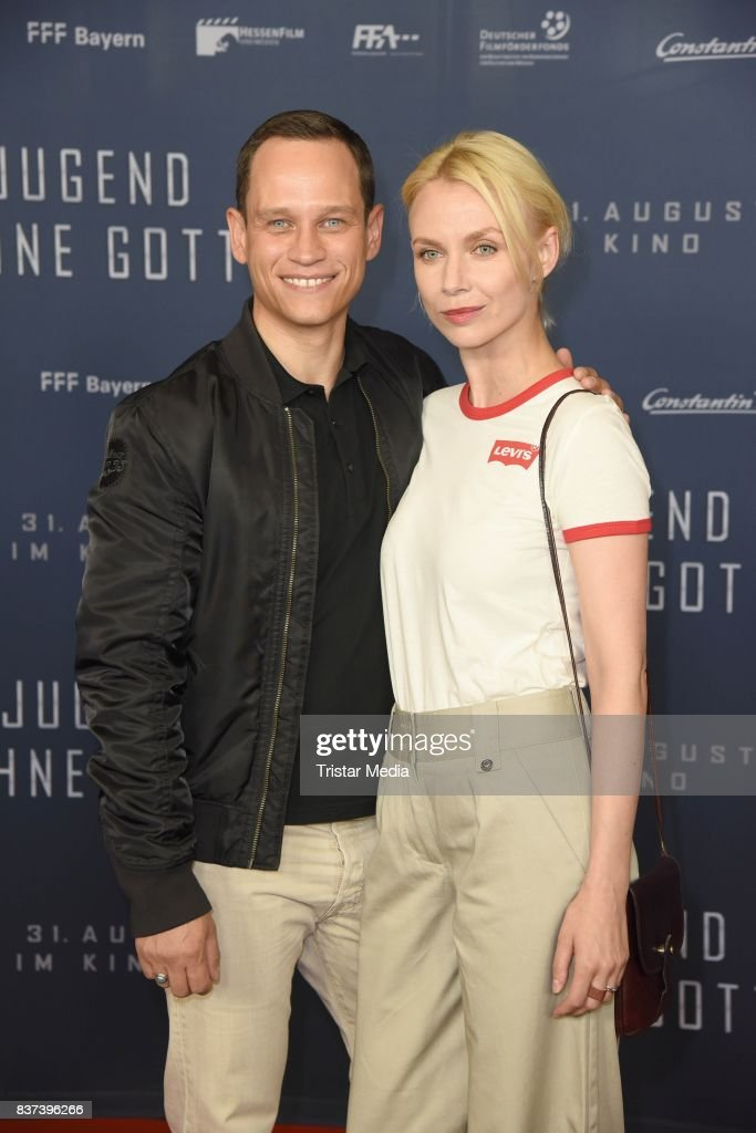 Vinzenz Kiefer and his wife Masha Tokareva attend the premiere of 'Jugend ohne Gott' at Zoo Palast on August 22, 2017 in Berlin, Germany.