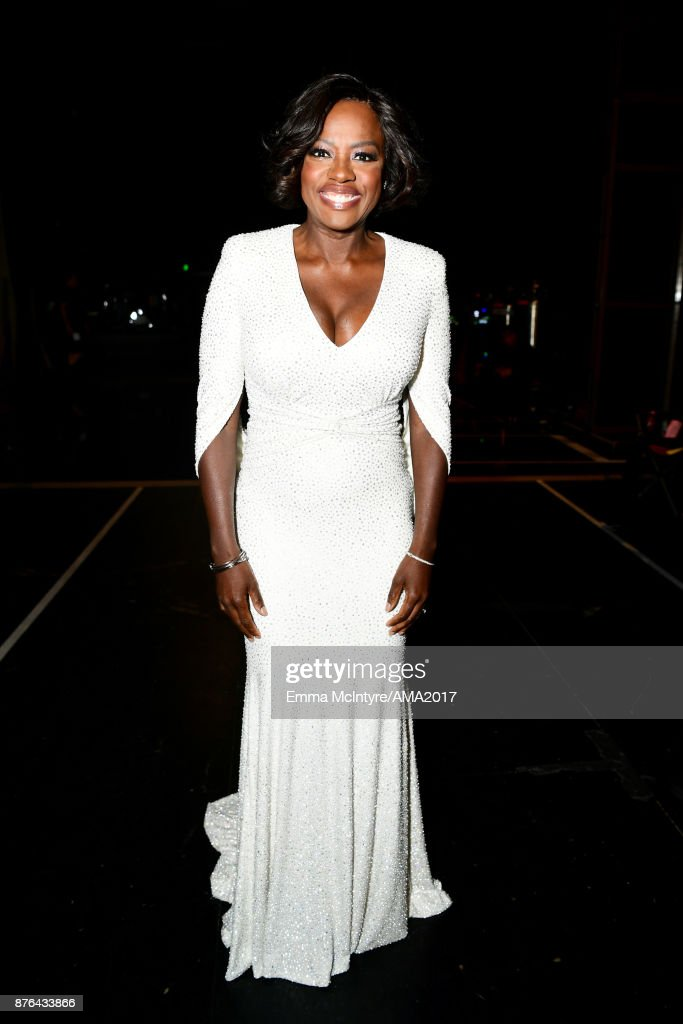 Viola Davis attends the 2017 American Music Awards at Microsoft Theater on November 19, 2017 in Los Angeles, California.