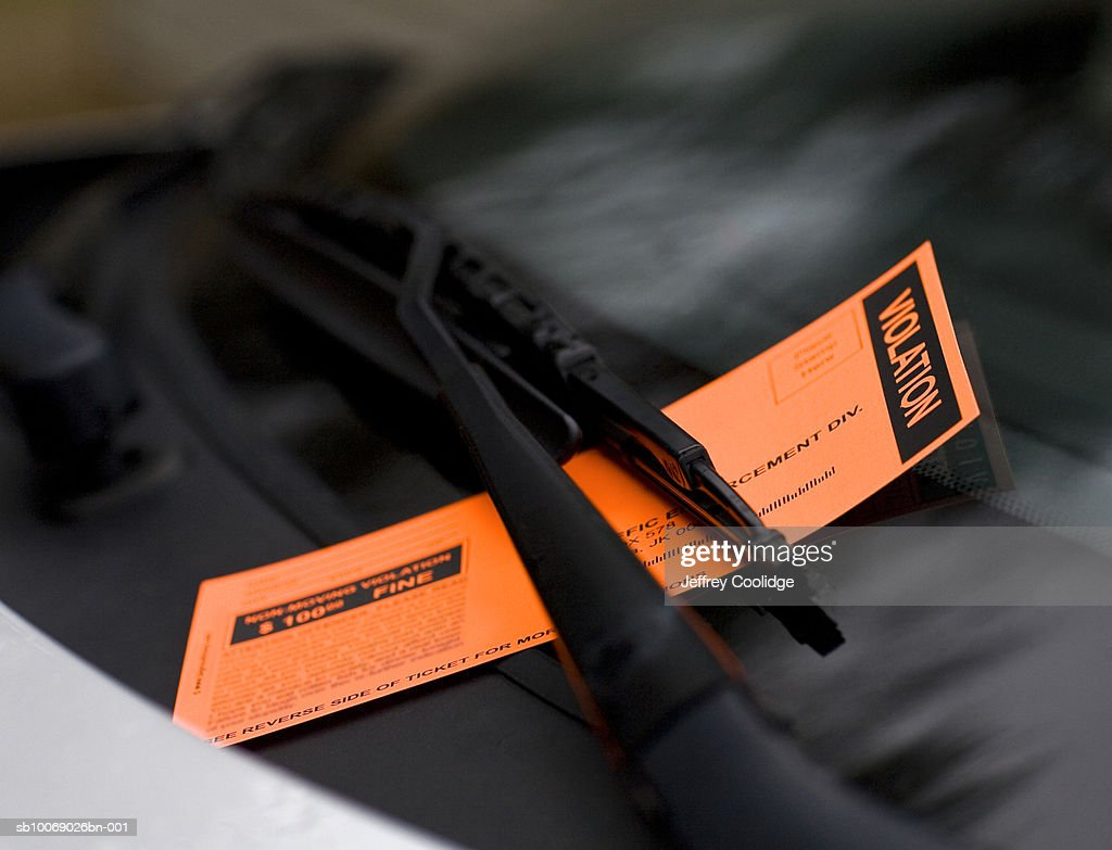 Violation ticket on windshield, close-up : Stock Photo