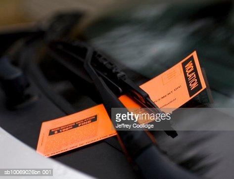 Violation ticket on windshield, close-up : Stock Photo