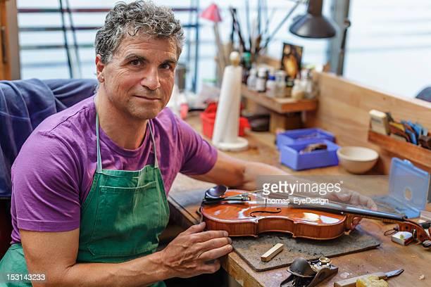 Violine Kaffeemaschine Gebäude ein Instrument