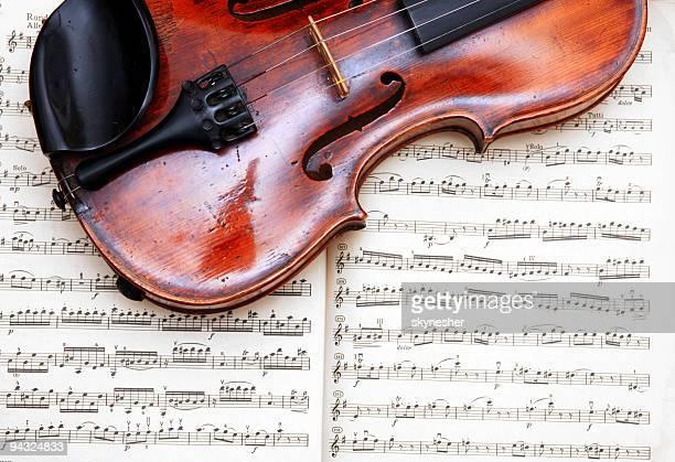 Violino sul foglio di musica classica