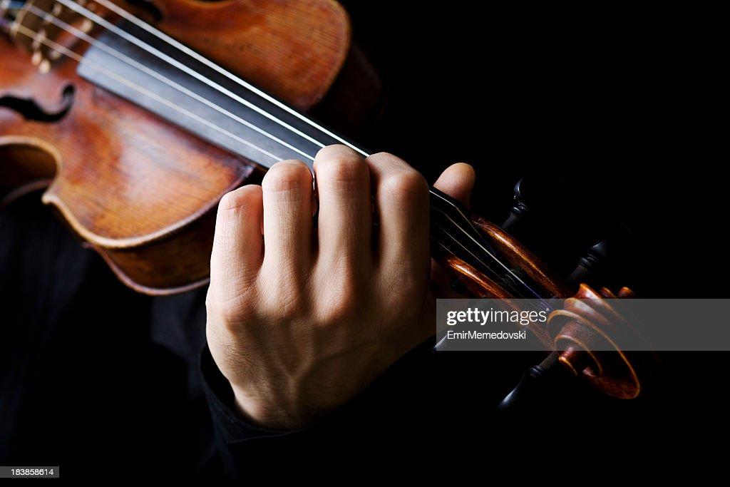 Violine-Spieler (schwarzem Hintergrund : Stock-Foto