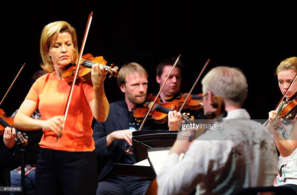 Violinist Anne Sophie Mutter (L) performs during her dress rehearsal ahead of her concert in Beijing May 27, 2008 in Beijing, China.