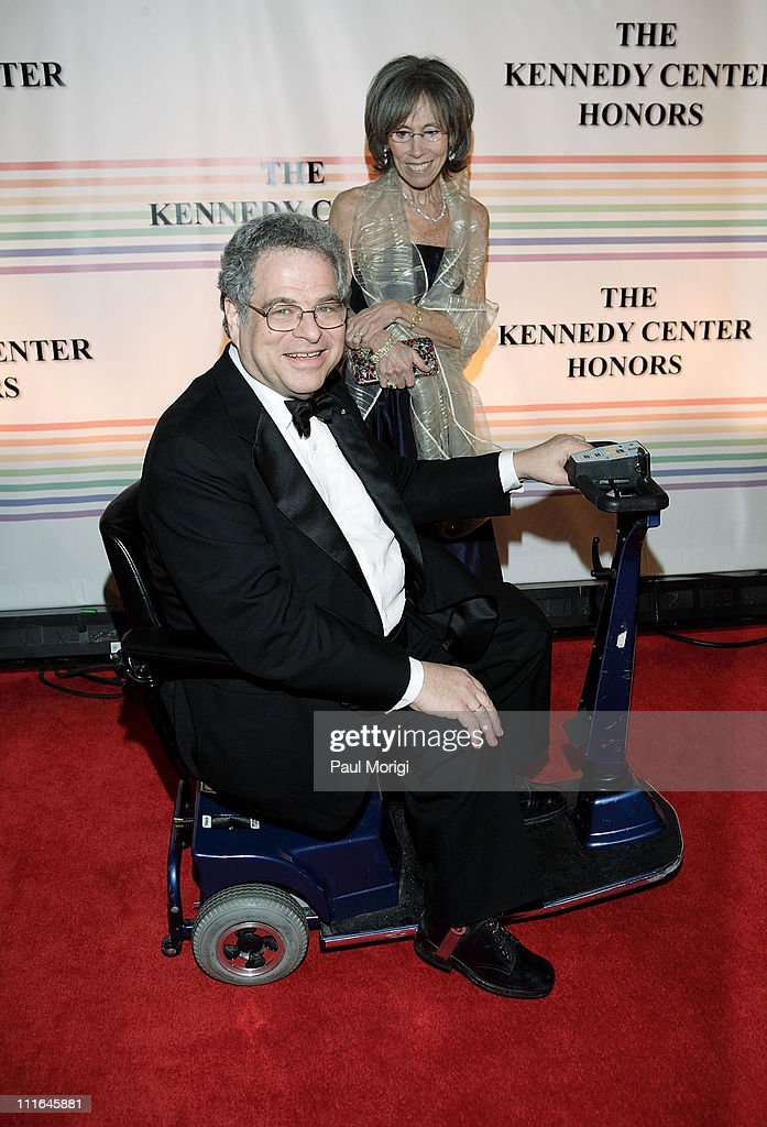 Violinist Itzhak Perlman and Toby Friedlander pose for the cameras at the 30th annual Kennedy Center Honors on December 2 2007 at the John F Kennedy...