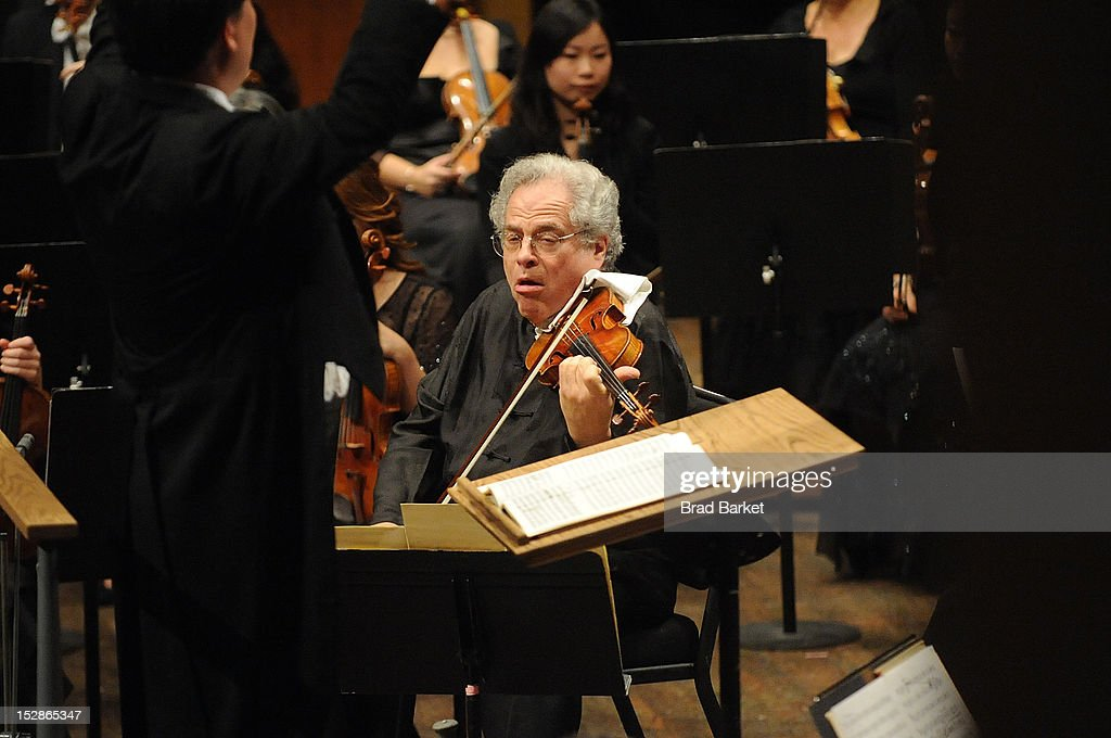 Violinist Itzhak Perlman performs at the New York Philharmonic 2012-2013 Opening Gala at Avery Fisher Hall at Lincoln Center for the Performing Arts on September 27, 2012 in New York City.