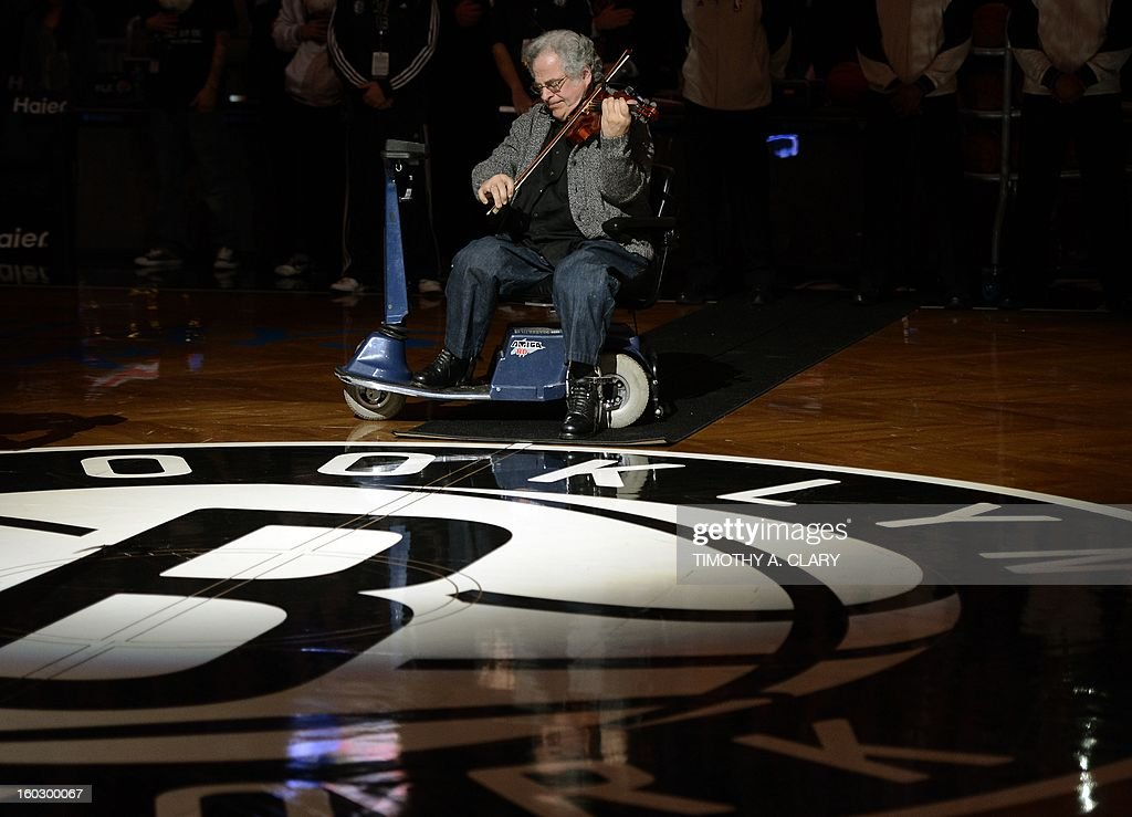 Violinist Itzhak Perlman performs before the NBA game between the Brooklyn Nets and Orlando Magic at the Barclays Center on January 28 , 2013 in the Brooklyn borough of New York City. AFP PHOTO / TIMOTHY A. CLARY