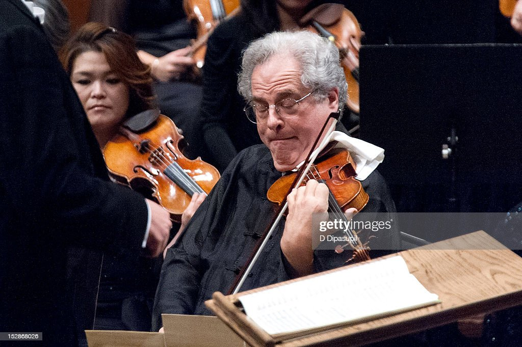 Violinist Itzhak Perlman performs during the New York Philharmonic 171st season opening gala at Avery Fisher Hall at Lincoln Center for the Performing Arts on September 27, 2012 in New York City.