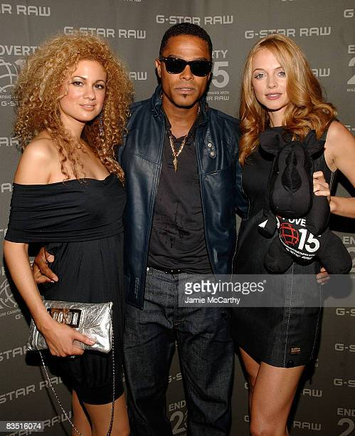 Violinist Miri BenAri singer Maxwell and actress Heather Graham attend the GStar Spring 2009 Fashion Show at Park Avenue Armory on September 11 2008...