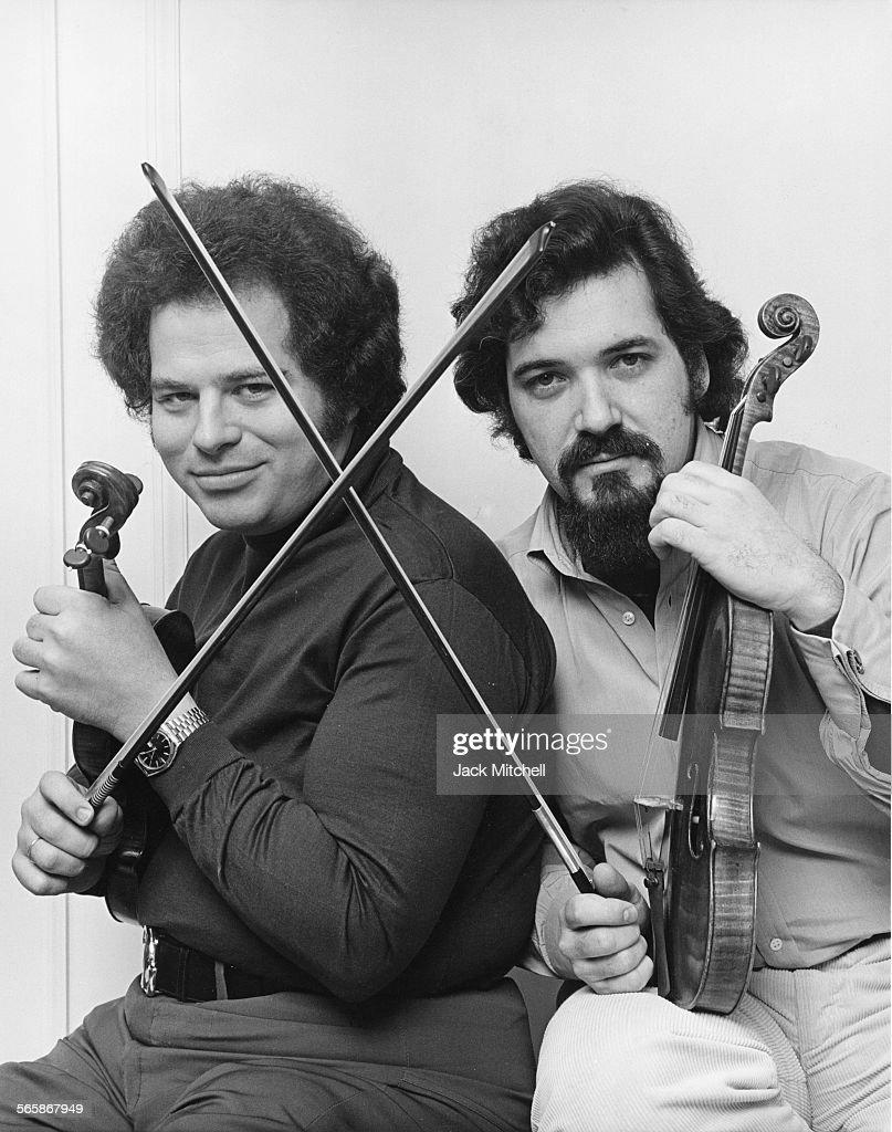 Violinists Itzhak Perlman and Pincas Zukerman 1978 Photo by Jack Mitchell/Getty Images