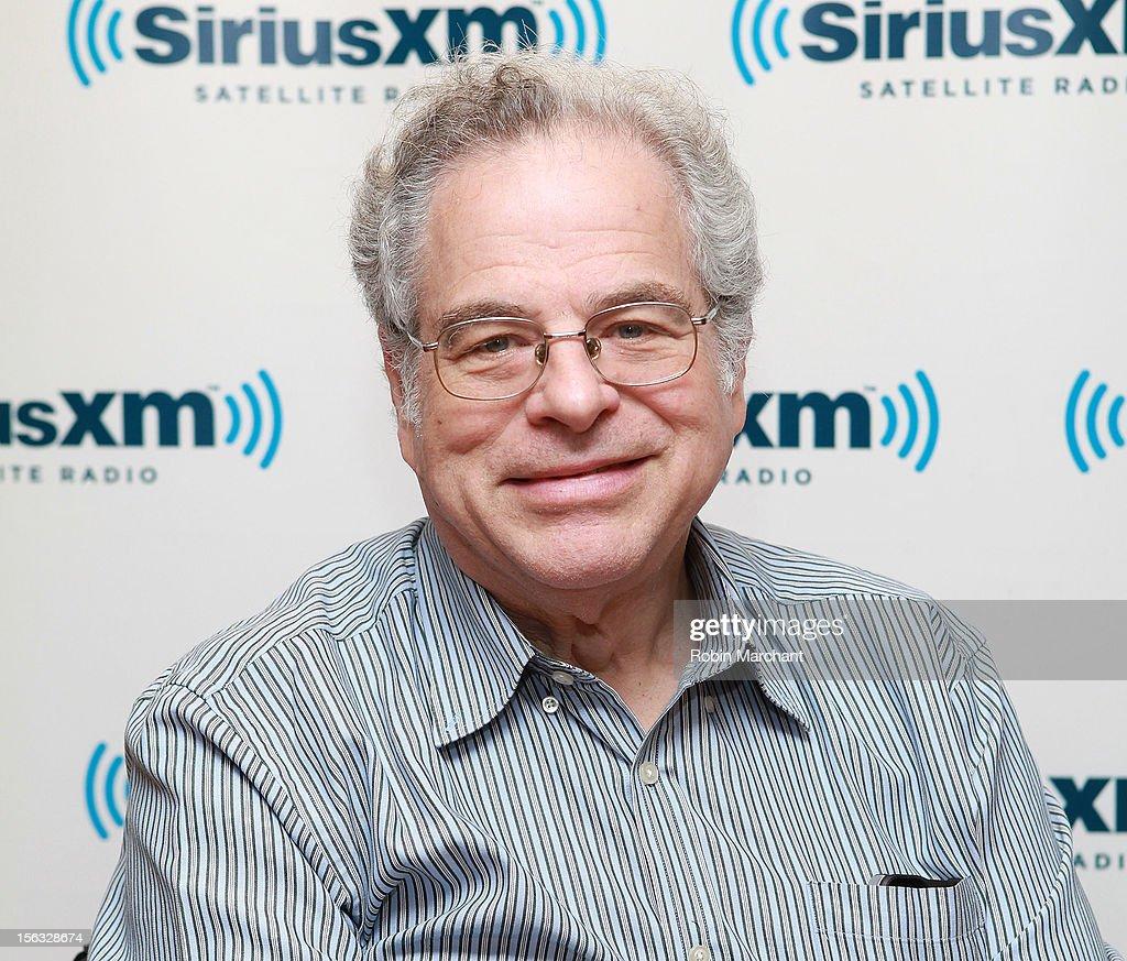 Violinists Itzhak Perlman visits the SiriusXM Studios on November 13, 2012 in New York City.