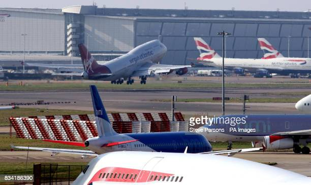 Virgin Atlantic's 747 takes off at Heathrow Airport for Amsterdam on the first biofuel flight by an airline