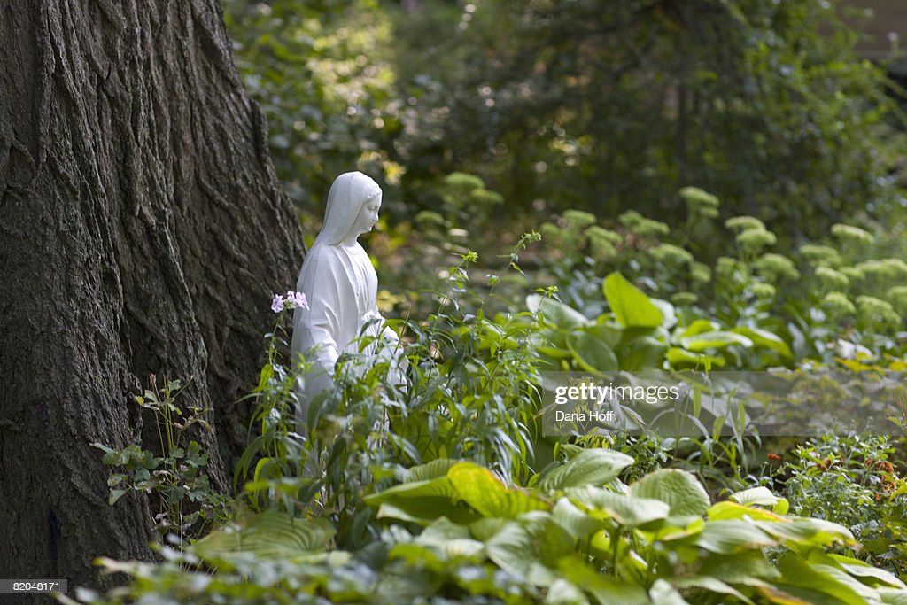 Virgin Mary Garden Statue : Stock Photo