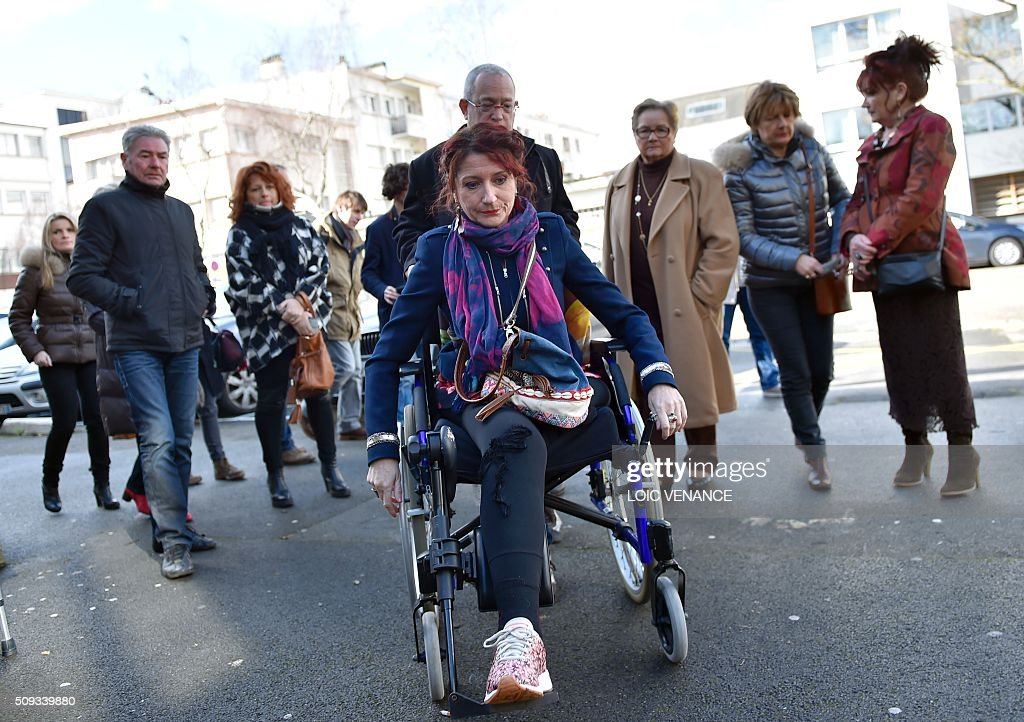 Virginie Le Namouric (C) who lost a leg in an accident with French skipper Yann Guichard's boat arrives to attend his trial at the courthouse of Lorient, western France, on February 10, 2016. On June 16, 2015 his multihull Spindrift 2 hit a race official boat at the start of the 9th Leg of the Volvo Ocean Race between Lorient and Goteborg, off the coast of Lorient. Virginie Le Namouric lost a leg in the accident. / AFP / LOIC VENANCE