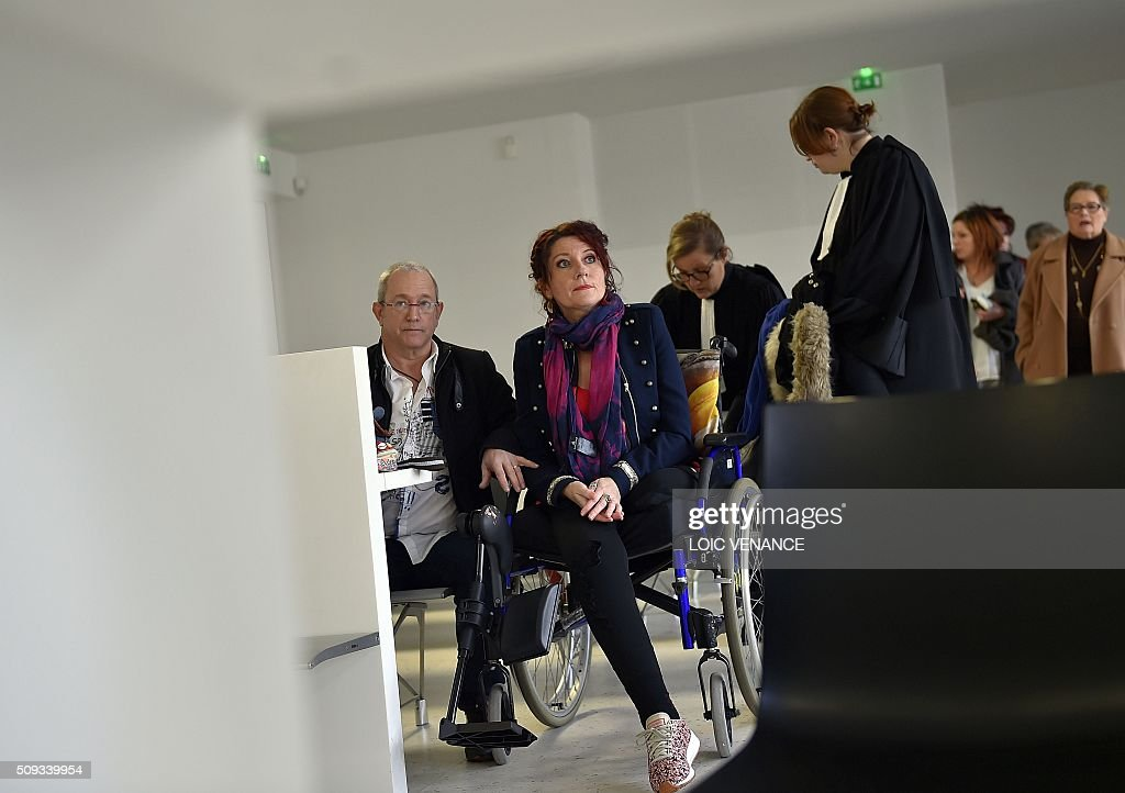 Virginie Le Namouric (C) who lost a leg in an accident with French skipper Yann Guichard's boat attends his trial at the courthouse of Lorient, western France, on February 10, 2016. On June 16, 2015 his multihull Spindrift 2 hit a race official boat at the start of the 9th Leg of the Volvo Ocean Race between Lorient and Goteborg, off the coast of Lorient. Virginie Le Namouric lost a leg in the accident. / AFP / LOIC VENANCE