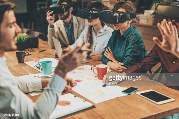 Virtual-Reality-Business-meeting