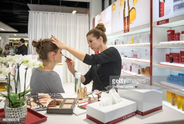 A visagist makes a guest up during the pre opening of the Kaufhof Beauty World Opening on October 18 2017 in Duesseldorf Germany