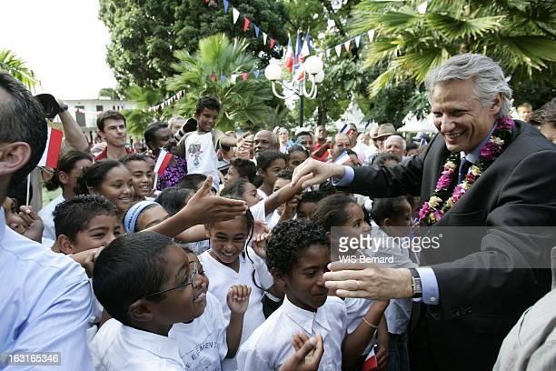 Visit Of Dominique De Villepin In La Reunion And Mayotte Bain de foule chaleureux pour le Premier ministre Dominique DE VILLEPIN à La Réunion où il...