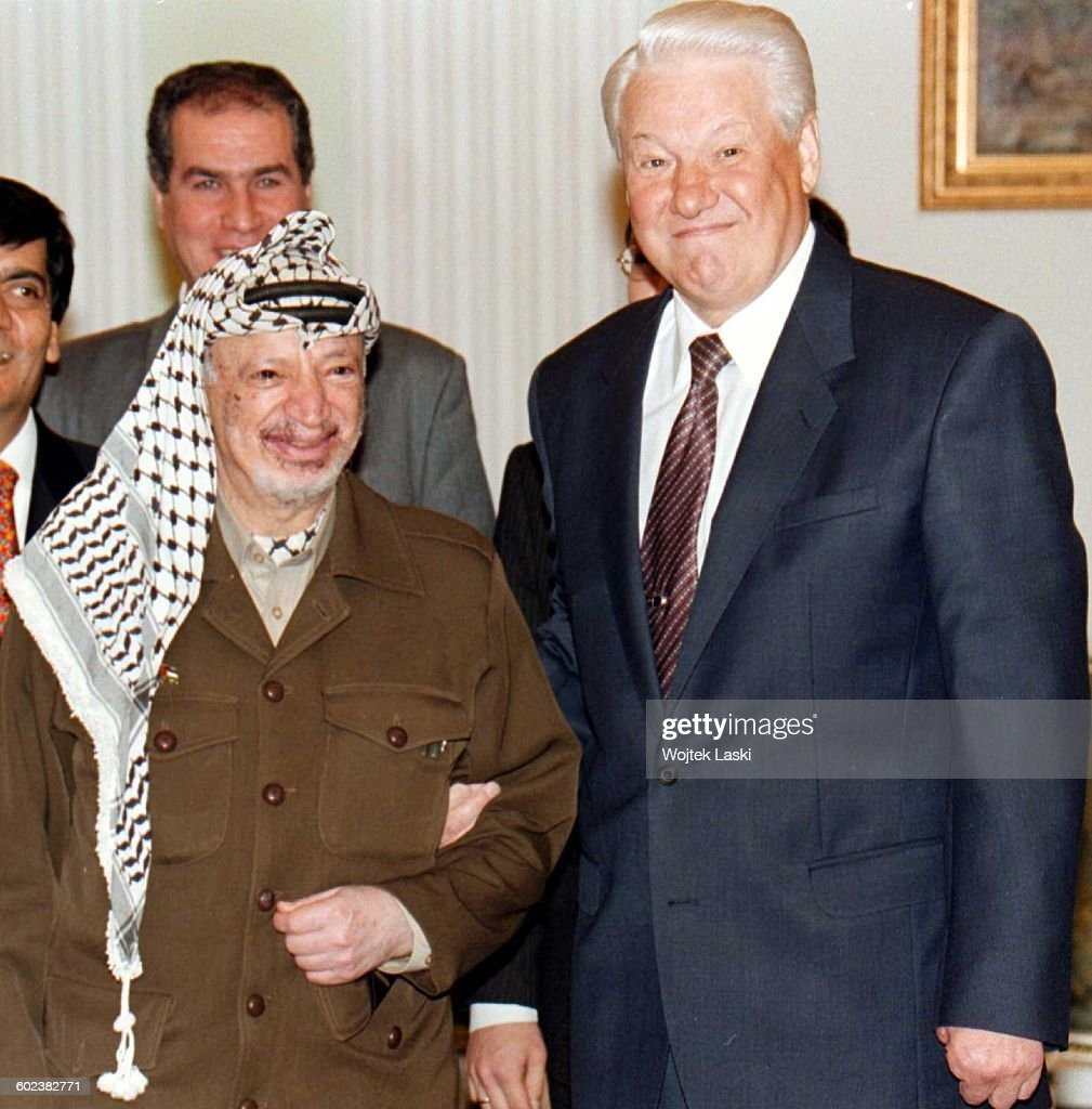 Visit of Palestinian leader Yasser Arafat in Moscow, Russia, on October 8th, 1998. Pictured: Yasser Arafat and Russian President <a gi-track='captionPersonalityLinkClicked' href=/galleries/search?phrase=Boris+Yeltsin&family=editorial&specificpeople=93169 ng-click='$event.stopPropagation()'>Boris Yeltsin</a>.