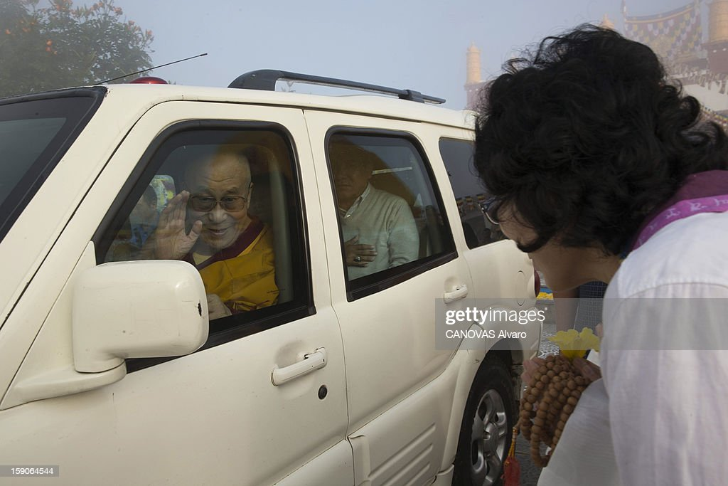 Visit of the Dalai Lama in Mundgod in India, Indian enclave offered to Tibetan refugees, to provide a series of lessons based on Lamrin, a former Buddhist text in the presence of thirty thousand pilgrims.