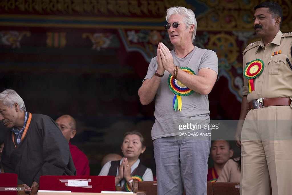 Visit of the Dalai Lama in Mundgod in India, Indian enclave offered to Tibetan refugees, to provide a series of lessons based on Lamrin, a former Buddhist text in the presence of thirty thousand pilgrims including actor Richard Gere .