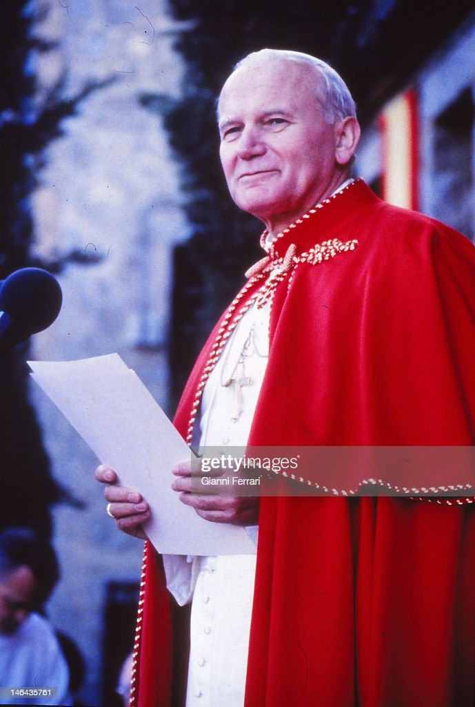Visit of the <a gi-track='captionPersonalityLinkClicked' href=/galleries/search?phrase=Pope+John+Paul+II&family=editorial&specificpeople=92369 ng-click='$event.stopPropagation()'>Pope John Paul II</a> to the cloistered nuns at the 'Monasterio de la Encarnacion', First November 1982, Avila, Spain.
