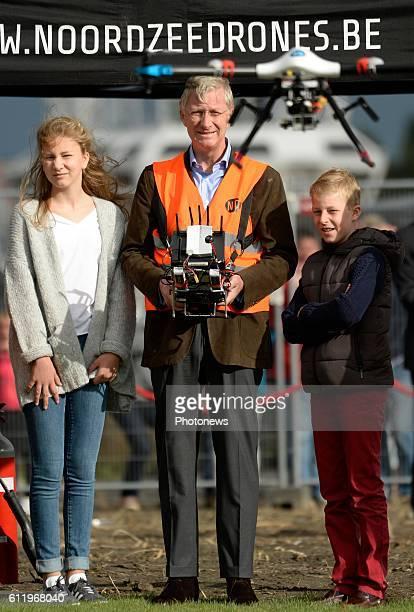 Visite du Roi Philippe de la Princesse Elisabeth et du Prince Gabriel à l'entreprise 'Noorzee Drones' à Zeebrugge Bezoek van Koning Filip Prinses...