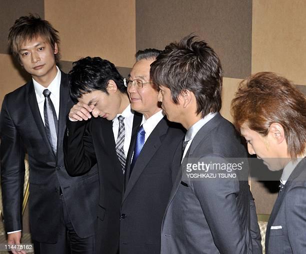 Visiting Chinese Prime Minister Wen Jiabao smiles with Japanese pop group SMAP members Masahiro Nakai Takuya Kimura Tsuyoshi Kusanagi and Shingo...