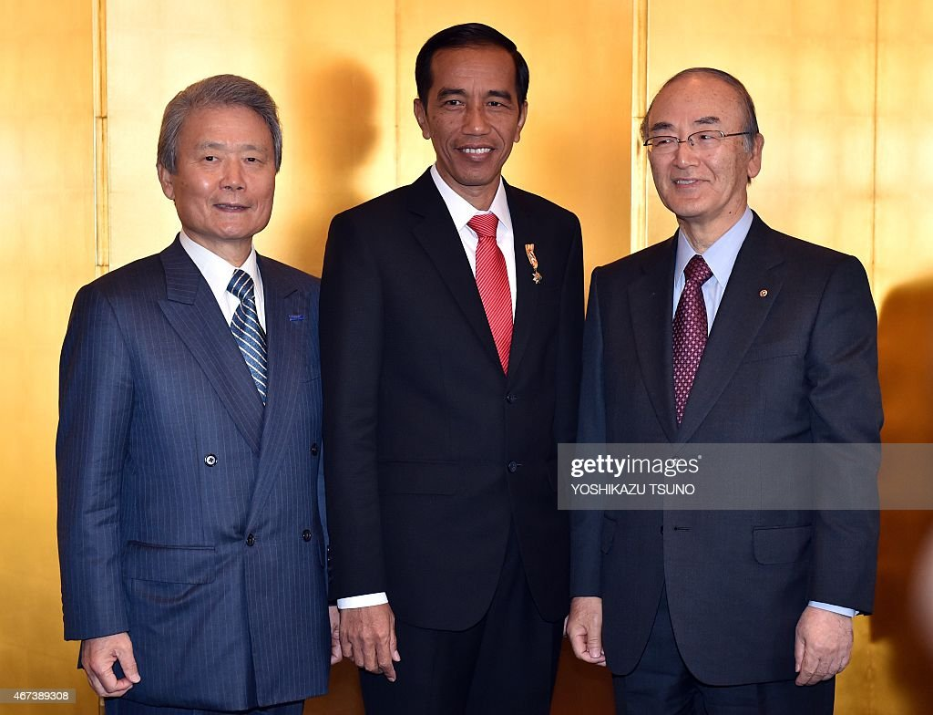 Visiting Indonesian President <a gi-track='captionPersonalityLinkClicked' href=/galleries/search?phrase=Joko+Widodo&family=editorial&specificpeople=6657368 ng-click='$event.stopPropagation()'>Joko Widodo</a> (C) smiles with Japanese business leaders Sadauiki Sakakibara (L) of Keidanren and Akio Mimura (R) of the Japan Chamber of Commerce and Industry prior to their luncheon in Tokyo on March 24, 2015. Widodo is on a four-day visit to Japan. AFP PHOTO / Yoshikazu TSUNO
