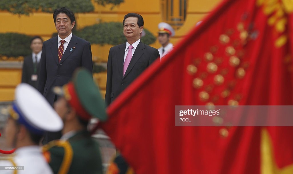 Visiting Japanese Prime Minister Shinzo Abe (L) and his Vietnamese counterpart Nguyen Tan Dung review an honour guard during a welcoming ceremony at the presidential palace in Hanoi on January 16, 2013. Abe is here for a one-day official visit, the first leg of an Southeast Asian trip which will lead him also to Indonesia and Thailand.