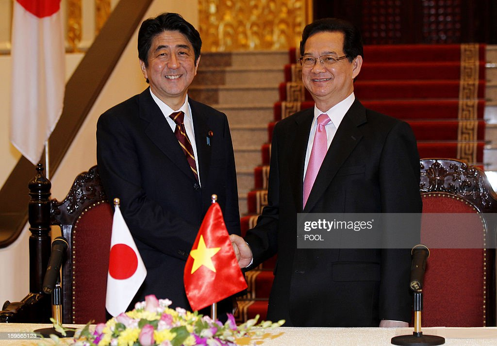 Visiting Japanese Prime Minister Shinzo Abe (L) shakes hands with his Vietnamese counterpart Nguyen Tan Dung during a joint press conference held after official talks in Hanoi on January 16, 2013. Abe is here for a one-day official visit, the first leg of an Southeast Asian trip which will lead him also to Indonesia and Thailand.