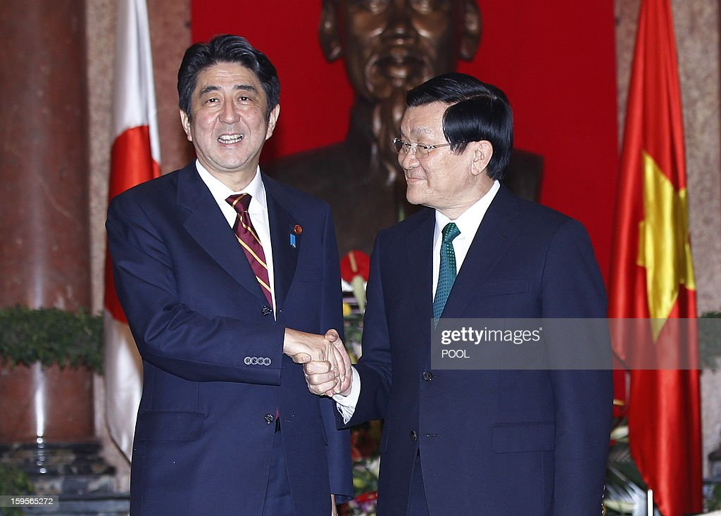 Visiting Japanese Prime Minister Shinzo Abe (L) shakes hands with Vietnamese president Truong Tan Sang as they meet at the presidential palace in Hanoi on January 16, 2013. Abe is here for a one-day official visit, the first leg of an Southeast Asian trip which will lead him also to Indonesia and Thailand.