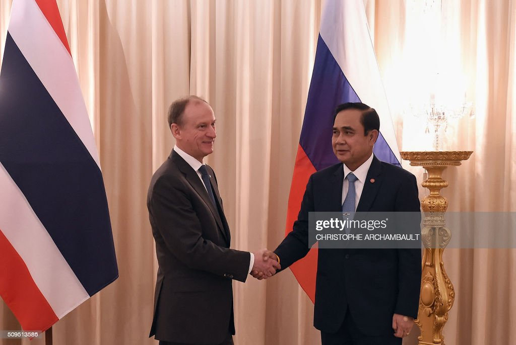 Visiting Russian National Security Council secretary Nikolai Patrushev (L) shakes hands with Thai Prime Minister Prayut Chan-O-Cha during their meeting at Government House in Bangkok on February 11, 2016. Patrushev is on an official visit to Thailand. AFP PHOTO / Christophe ARCHAMBAULT / AFP / CHRISTOPHE ARCHAMBAULT