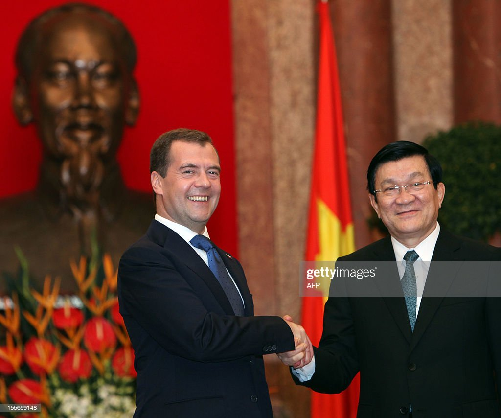 Visiting Russian Prime Minister Dmitri Medvedev (L) shakes hands with Vietnamese President Truong Tan Sang at the presidential palace in Hanoi on November 7, 2012. Medvedev is on a two-day official visit in its former Southeast Asian communist ally after he attended the 9th summit Asia-Europe (ASEM 9) which ended in Vientiane, Laos on November 6.