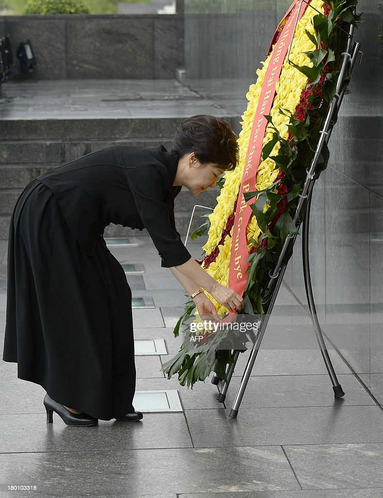 Visiting South Korean President Park Geun-Hye pays homage to Ho Chi Minh, Vietnam's founding president, at his mausoleum in Hanoi on September 9, 2013. The South Korean leader arrived to Hanoi late September 7, 2013 from the G20 meeting in Russia for a three-day official visit aimed at boosting bilateral ties.