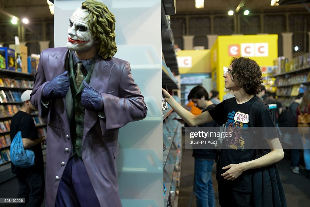 A visitor takes a look on comic books during the 34th Comic Fair 2016 in Barcelona on May 5, 2016. LAGO